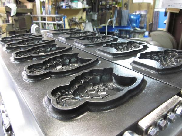 ベビーカステラ機やたい焼き器など製造