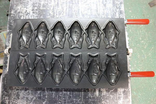 黒潮市場 たい焼き器 マグロ型